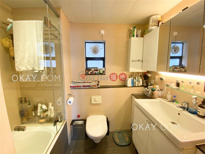 Efficient 3 bed on high floor with balcony & parking | Rental | Albron Court 豐樂閣 Rental Listings