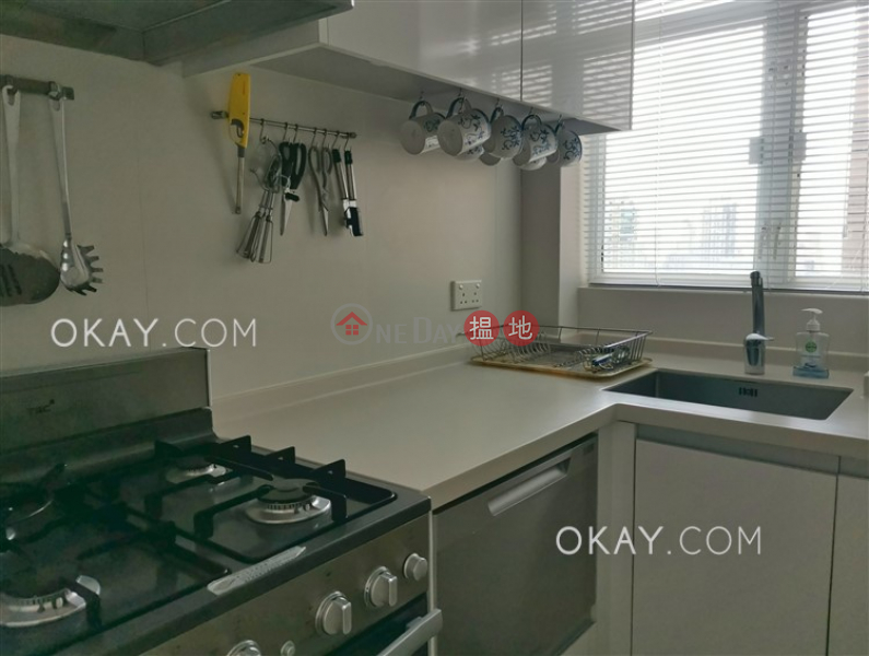 Property Search Hong Kong | OneDay | Residential | Sales Listings Nicely kept 2 bedroom on high floor with rooftop | For Sale