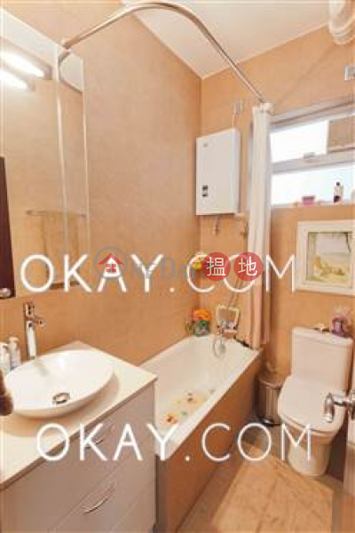 HK$ 60,000/ month Skyline Mansion | Western District | Lovely 3 bedroom with parking | Rental