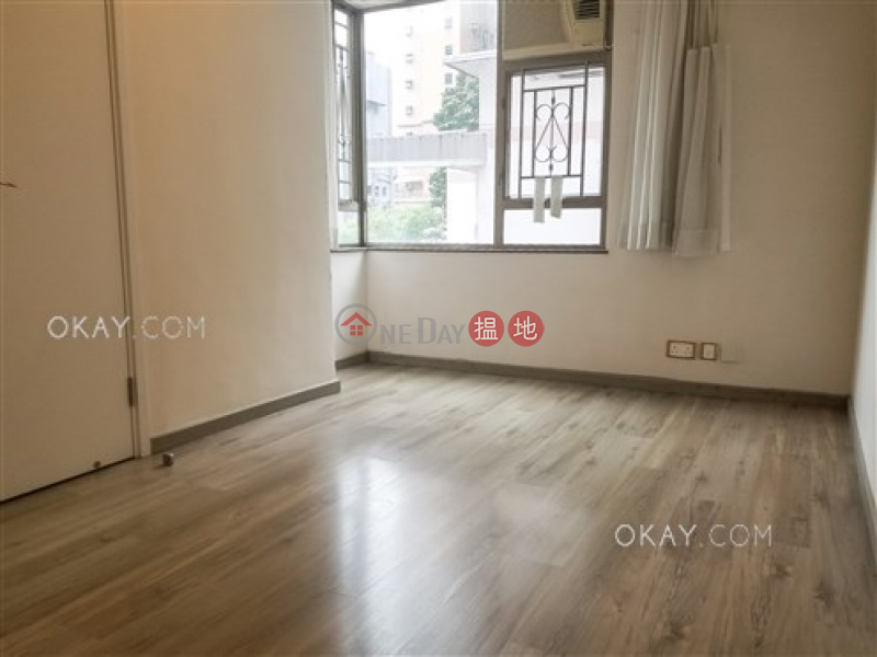 Elegant 3 bedroom with balcony | For Sale | King\'s Garden 健園 Sales Listings