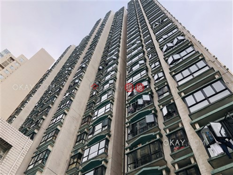 Gorgeous 3 bedroom on high floor with balcony & parking | For Sale | Scenecliff 承德山莊 Sales Listings