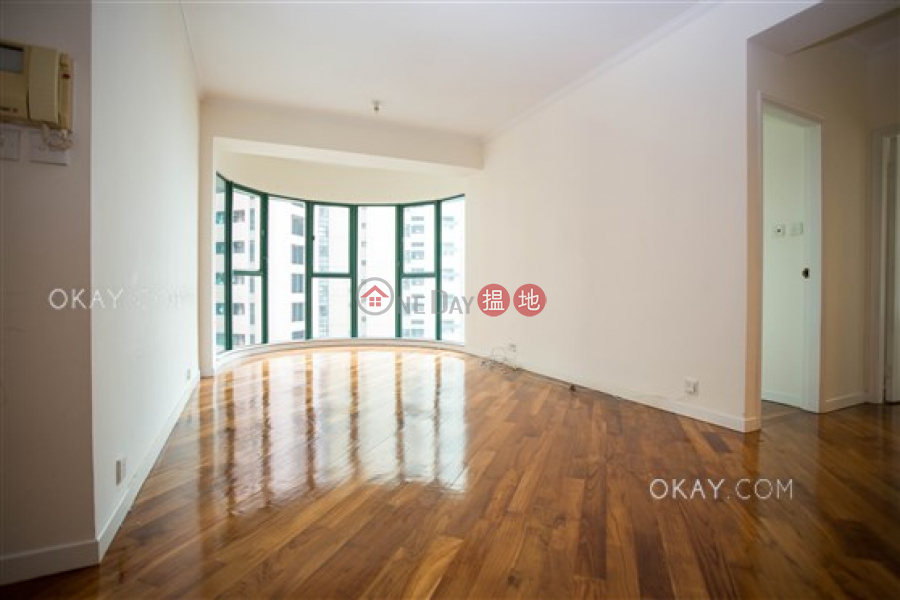 Nicely kept 2 bedroom with parking | Rental | Hillsborough Court 曉峰閣 Rental Listings