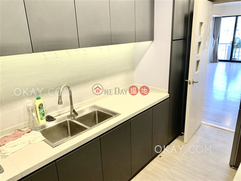 HK$ 43,000/ month | Beverly Hill, Wan Chai District | Gorgeous 4 bedroom with balcony & parking | Rental