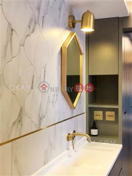 Property Search Hong Kong | OneDay | Residential | Sales Listings Generous 2 bedroom in Sheung Wan | For Sale