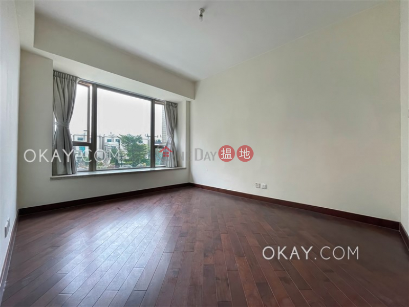 HK$ 18M, Mayfair by the Sea Phase 1 Lowrise 11 Tai Po District Luxurious 4 bedroom with balcony & parking | For Sale