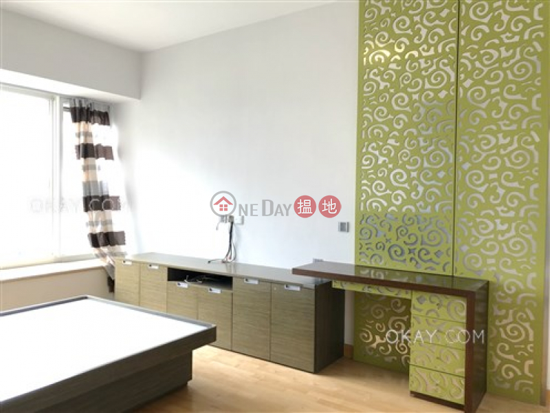 Exquisite 2 bedroom with balcony & parking | For Sale | ONE BEACON HILL PHASE2 畢架山一號2期 Sales Listings