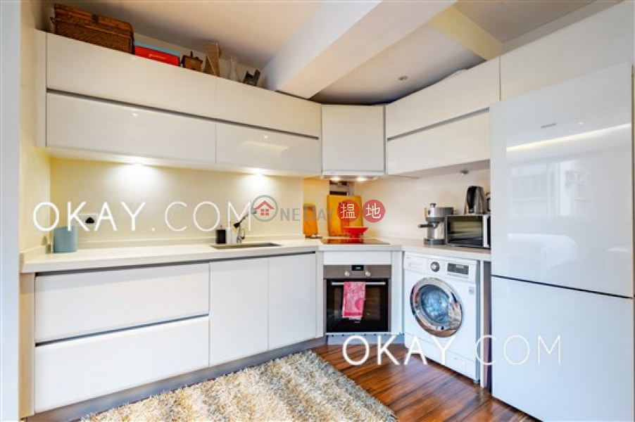HK$ 8M | Po Hing Mansion, Central District Tasteful in Sheung Wan | For Sale