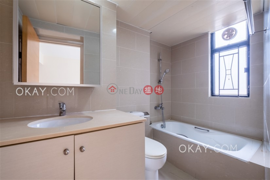 Lovely 3 bedroom with balcony & parking   For Sale   Beverly Hill 比華利山 Sales Listings