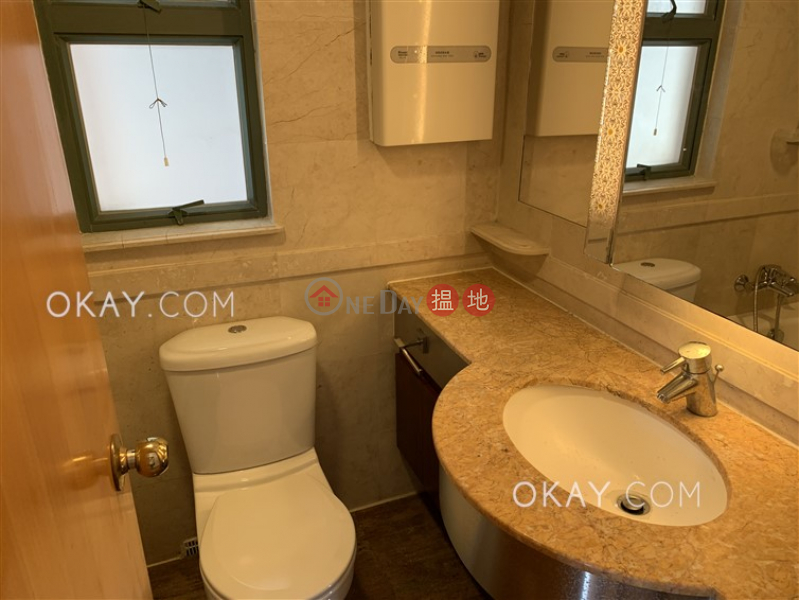 HK$ 10M, Bayview Park   Chai Wan District, Tasteful 3 bedroom on high floor   For Sale