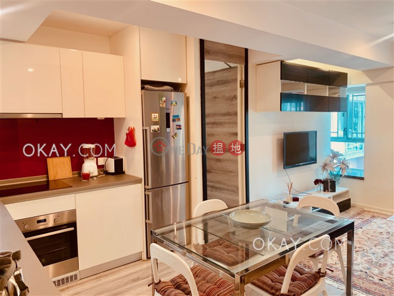 Rare 2 bedroom in Sheung Wan | For Sale, Queen\'s Terrace 帝后華庭 Sales Listings | Western District (OKAY-S135965)