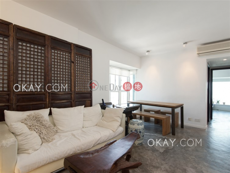 HK$ 40,000/ month Casa Bella, Central District Stylish 2 bedroom on high floor with sea views | Rental
