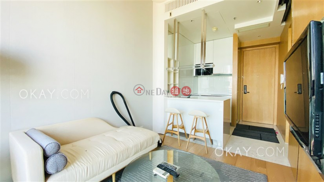 Generous 1 bed on high floor with harbour views   Rental   The Gloucester 尚匯 Rental Listings