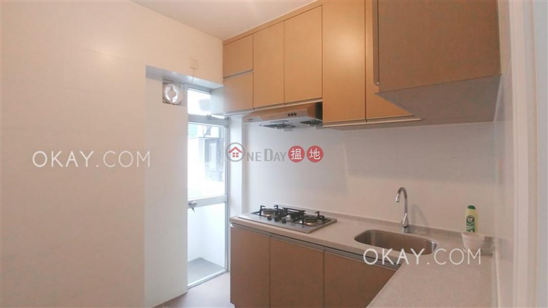 HK$ 29,500/ 月華登大廈灣仔區2房2廁,極高層,露台,頂層單位《華登大廈出租單位》