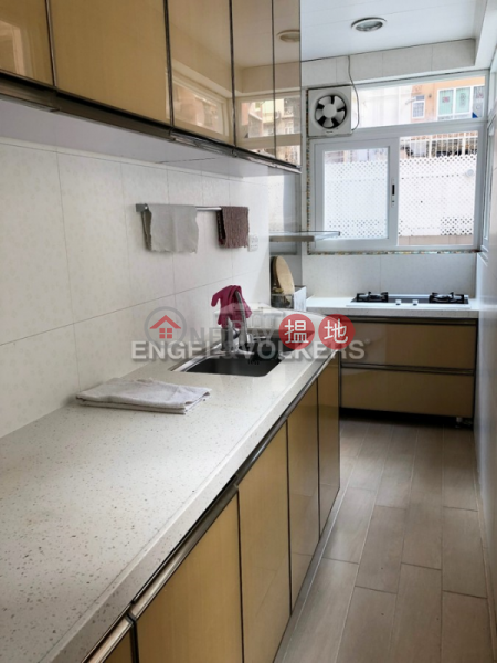 HK$ 19,500/ month, Kin On Building Wan Chai District, 1 Bed Flat for Rent in Wan Chai