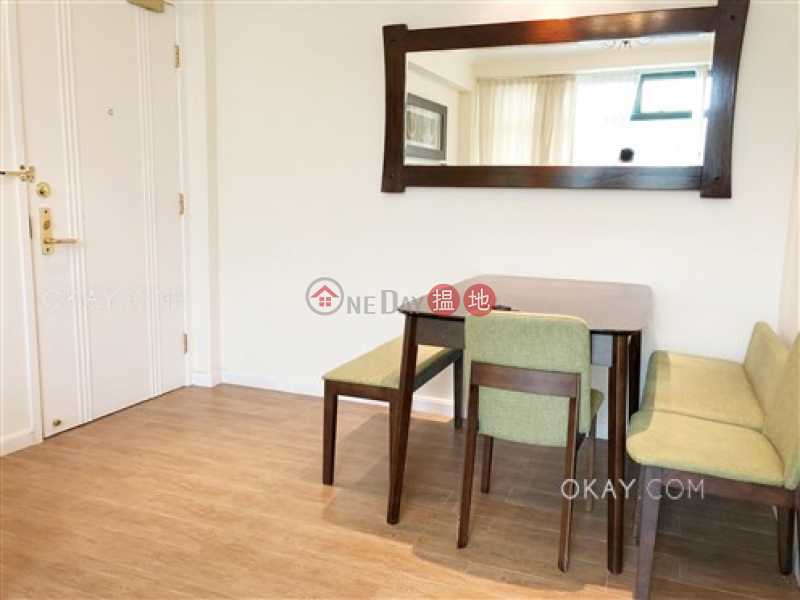 HK$ 18M   Stanford Villa Block 2, Southern District Stylish 2 bedroom with parking   For Sale