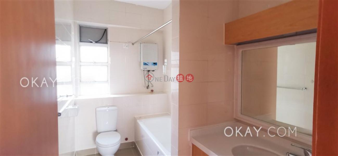 Gorgeous 3 bedroom with balcony | Rental, Aurora - Quarters 銀霞閣 Rental Listings | Wan Chai District (OKAY-R391271)