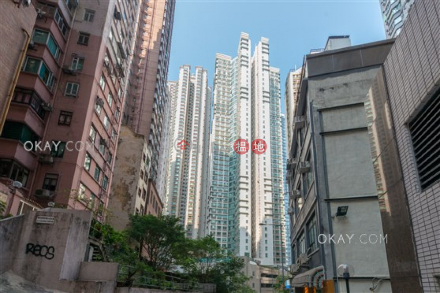 Stylish 3 bedroom in Mid-levels West | For Sale | Goldwin Heights 高雲臺 Sales Listings