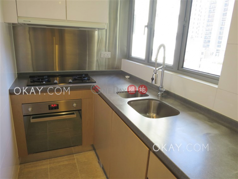 HK$ 31,000/ month Po Wah Court Wan Chai District | Elegant 2 bedroom with balcony | Rental