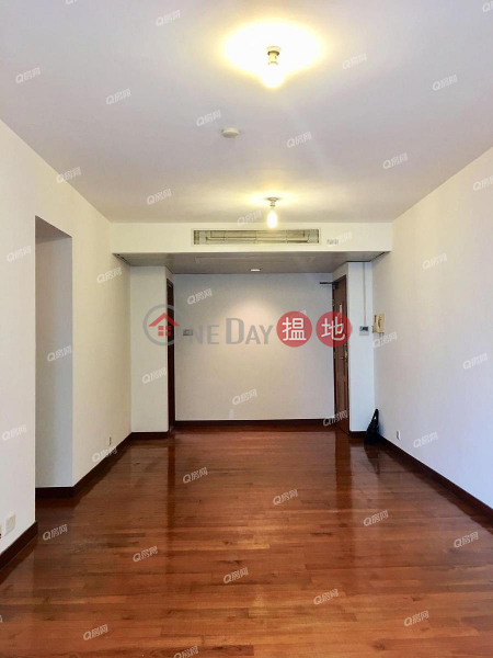 HK$ 23M, Winsome Park, Western District Winsome Park | 3 bedroom Mid Floor Flat for Sale