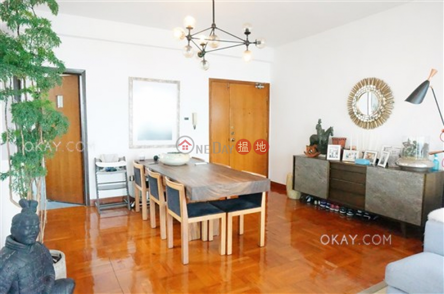 HK$ 69,000/ month Dragonview Court Western District, Rare 3 bedroom on high floor with sea views & rooftop | Rental