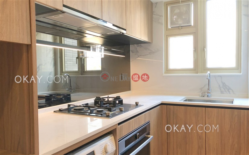 Unique 1 bedroom with balcony | Rental, St. Joan Court 勝宗大廈 Rental Listings | Central District (OKAY-R387701)