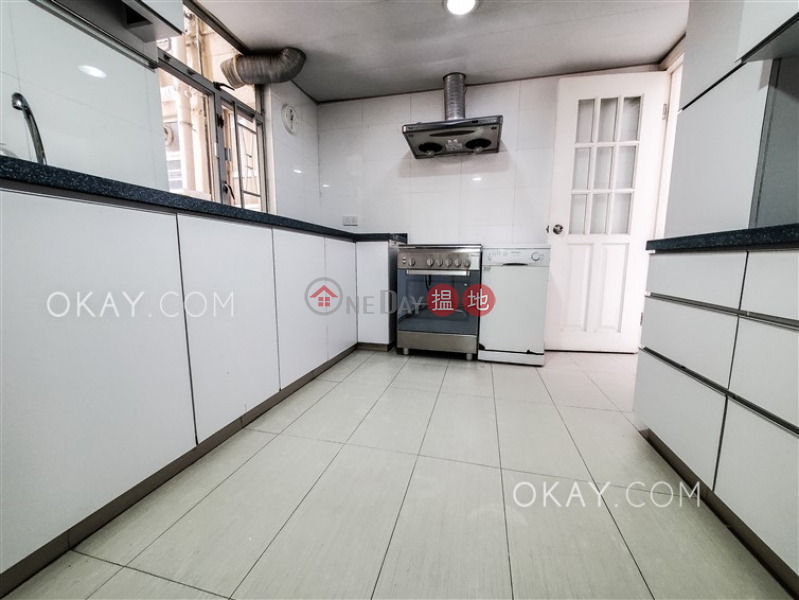 Efficient 3 bedroom with balcony & parking | For Sale | Block 45-48 Baguio Villa 碧瑤灣45-48座 Sales Listings