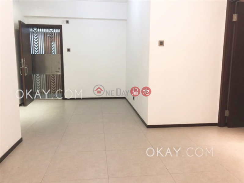 Rare 3 bedroom with balcony | Rental, Great George Building 華登大廈 Rental Listings | Wan Chai District (OKAY-R293535)