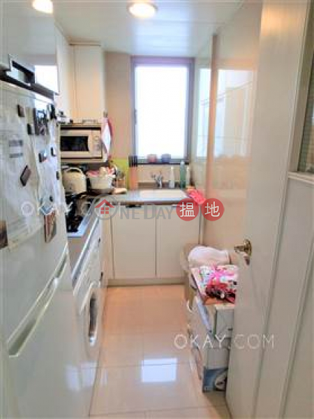 HK$ 23,000/ month   Tower 1 Hampton Place, Cheung Sha Wan, Rare 1 bedroom on high floor with balcony   Rental