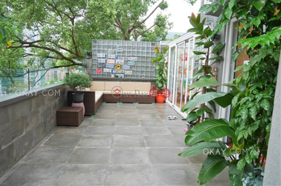 HK$ 30M | Gallant Place Wan Chai District | Popular 2 bedroom with terrace & parking | For Sale
