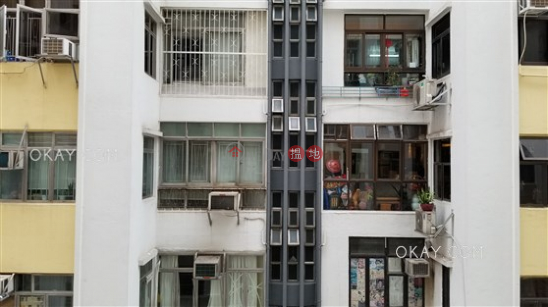 HK$ 38,800/ month Cleveland Mansion | Wan Chai District | Rare 3 bedroom with balcony | Rental