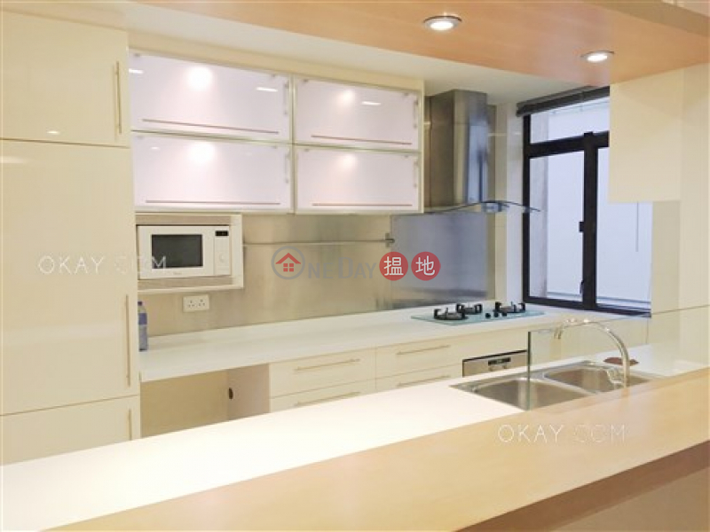 HK$ 25M | 27-29 Village Terrace Wan Chai District Popular 3 bedroom on high floor with rooftop | For Sale