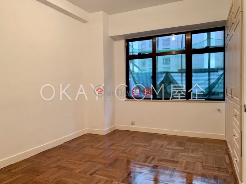 HK$ 67,000/ month Woodland Garden Central District, Lovely 3 bedroom with balcony & parking | Rental