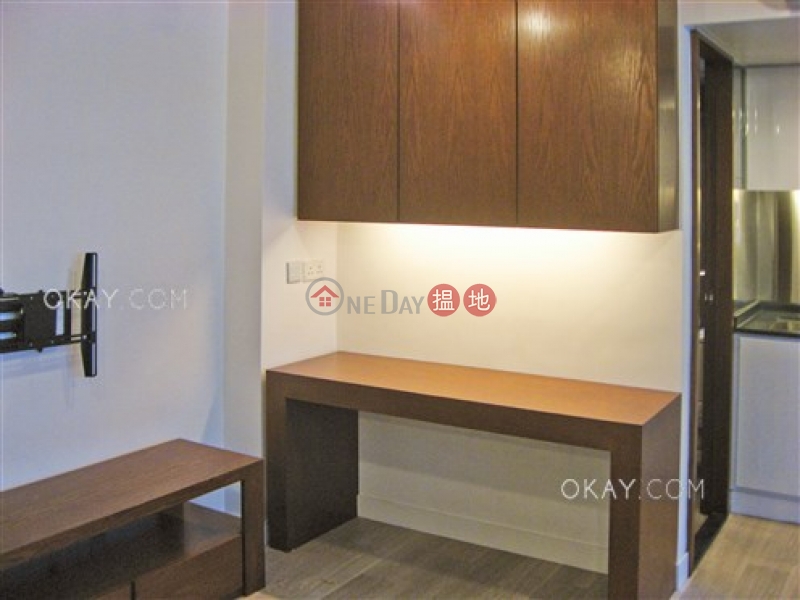 Cozy 1 bedroom on high floor with balcony | For Sale | Rialto Building 麗都大廈 Sales Listings