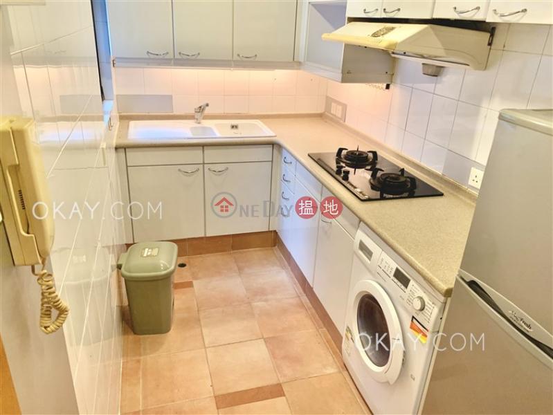 HK$ 25,000/ 月|駿豪閣西區-2房1廁,極高層,連車位《駿豪閣出租單位》