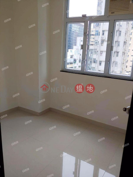 HK$ 13,000/ month   Grandview Mansion   Wan Chai District, Grandview Mansion   3 bedroom Mid Floor Flat for Rent
