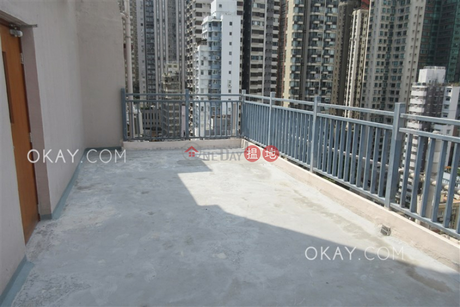 Stylish 1 bedroom on high floor with rooftop | For Sale | Felicity Building 中發大廈 Sales Listings