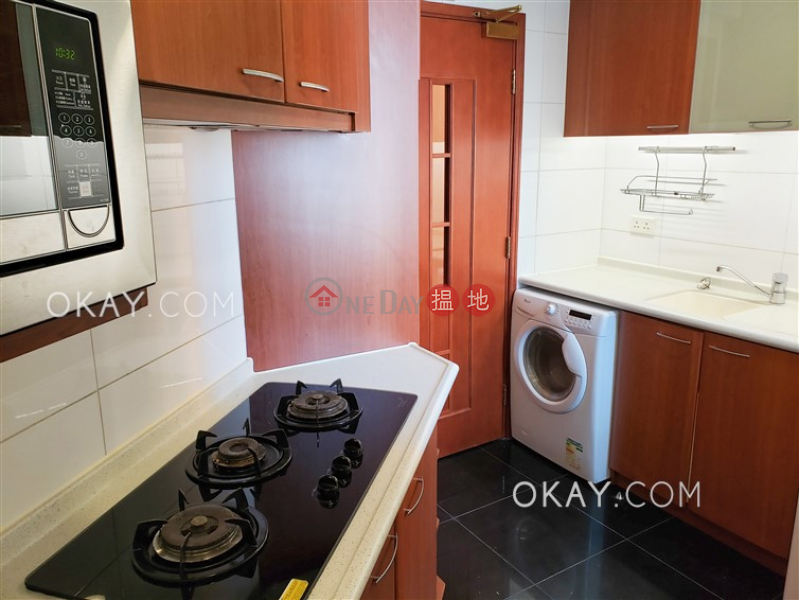HK$ 41,000/ month, 2 Park Road | Western District, Luxurious 3 bedroom with balcony | Rental