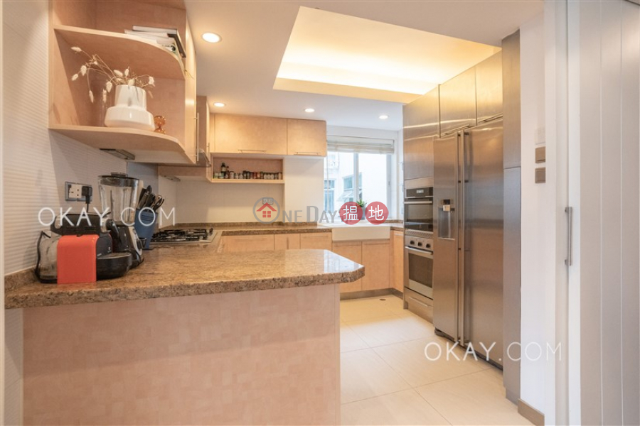 HK$ 28M | Kam Fai Mansion, Central District | Elegant 1 bedroom on high floor with parking | For Sale