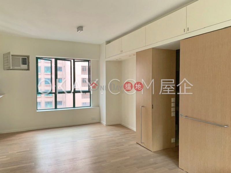 HK$ 40,000/ month, Hillsborough Court Central District Stylish 1 bedroom on high floor with parking | Rental