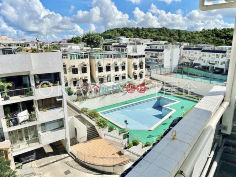 Charming 3 bedroom on high floor with rooftop & parking | For Sale | Green Park 碧翠苑 Sales Listings