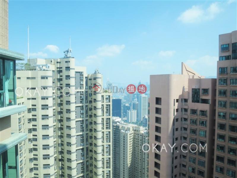 2房1廁,實用率高,極高層,星級會所曉峰閣出租單位 18舊山頂道   中區-香港出租 HK$ 34,000/ 月