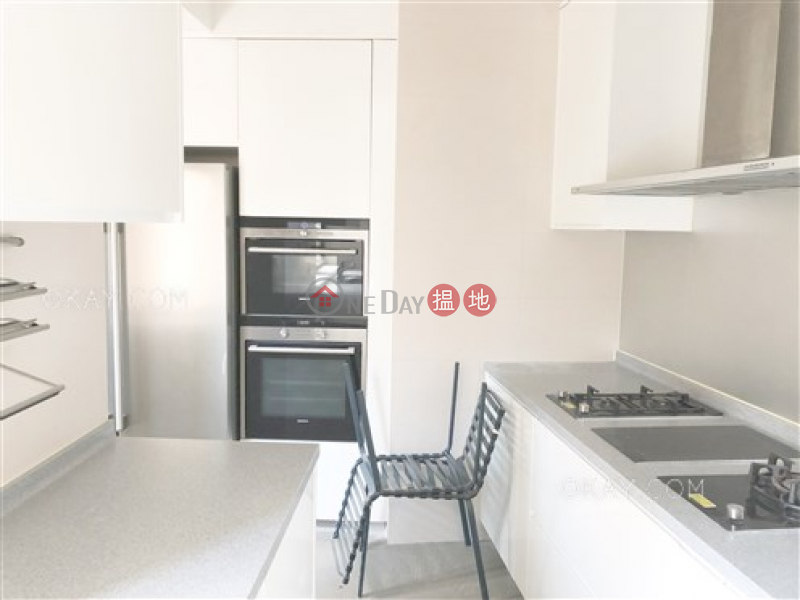 Efficient 3 bedroom with balcony & parking | Rental | Breezy Court 瑞麒大廈 Rental Listings