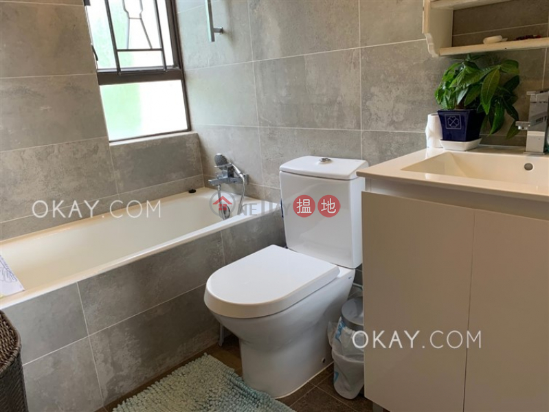 HK$ 26,000/ month | Discovery Bay, Phase 3 Parkvale Village, Woodbury Court | Lantau Island | Charming 2 bedroom with balcony | Rental