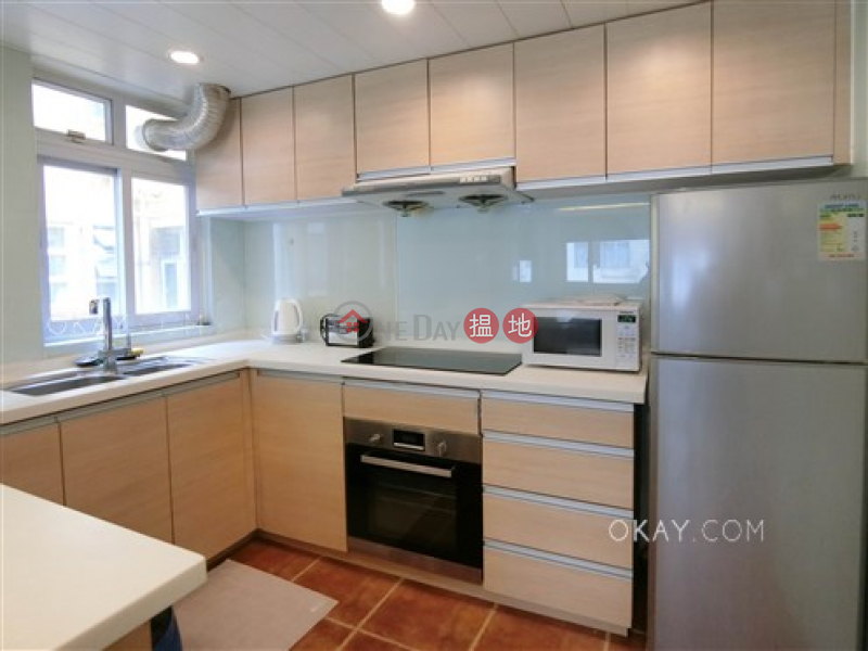 Intimate 1 bedroom on high floor with rooftop | For Sale | 132-134 Hollywood Road | Central District Hong Kong | Sales | HK$ 9M