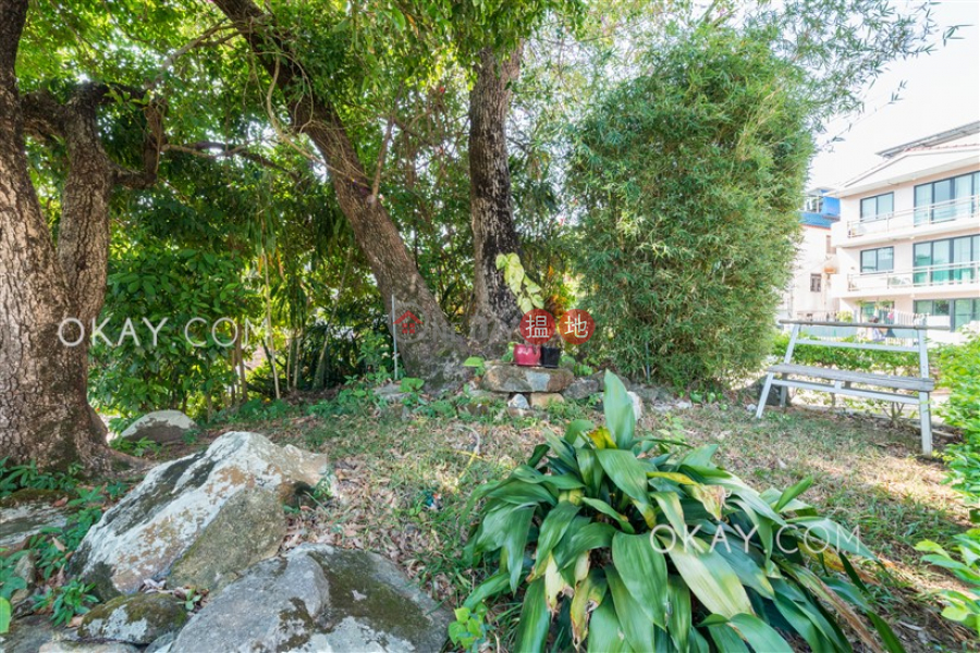 Tasteful house with rooftop, terrace & balcony   For Sale   Ta Ho Tun Village 打蠔墩村 Sales Listings