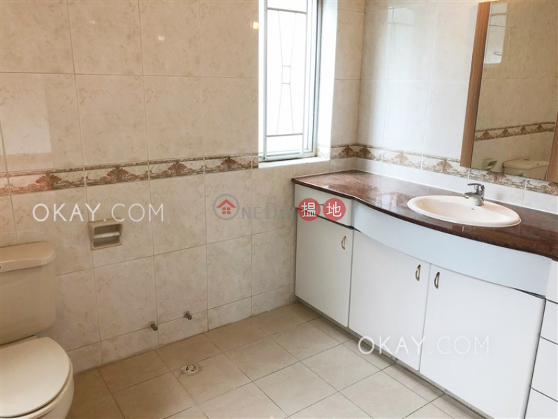 HK$ 54,000/ month | Dragon Garden, Wan Chai District, Efficient 3 bed on high floor with balcony & parking | Rental