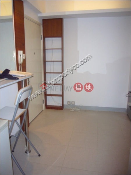 HK$ 14,900/ month Tai Ning House, Central District, Unit with Rooftop for Rent in Mid-Levels Central