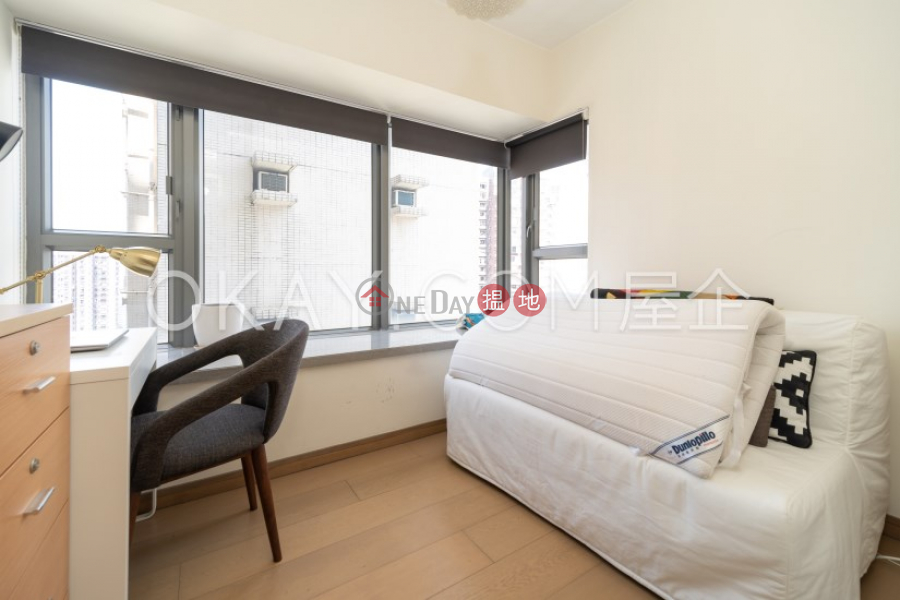 Nicely kept 2 bedroom on high floor with balcony   Rental   Centre Point 尚賢居 Rental Listings