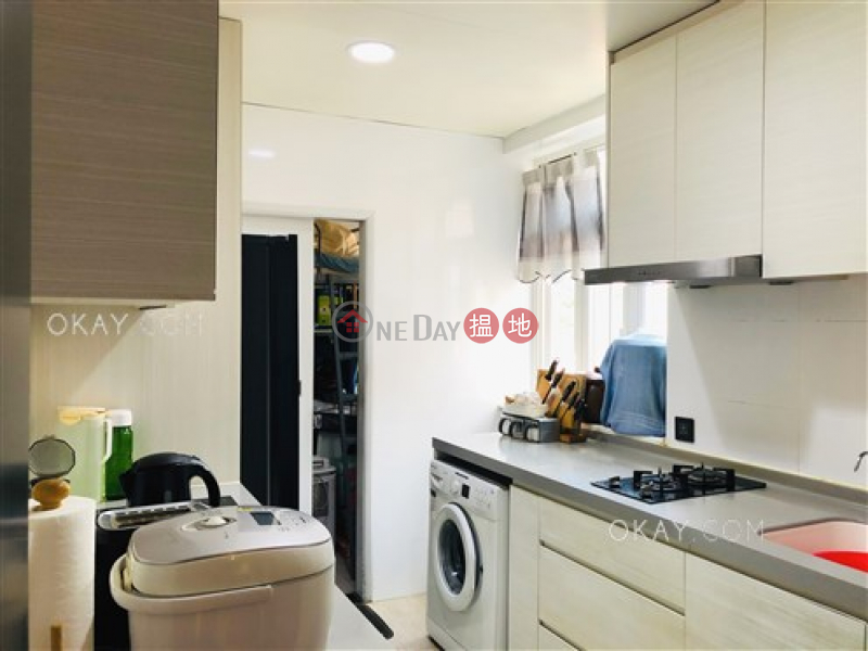 Luxurious 3 bedroom with parking | For Sale | 130-132 Green Lane Court 箕璉閣130-132號 Sales Listings