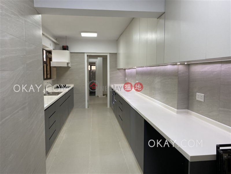 Efficient 3 bedroom with balcony & parking | Rental | Dragon View 龍景樓 Rental Listings